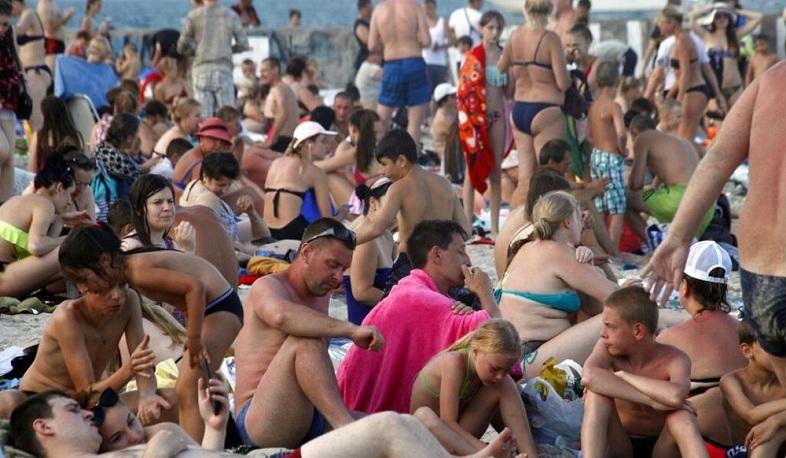 Տասնյակ հազարավոր մարդիկ հեղեղել են Սոչիի և Օդեսայի ծովափերը առանց դիմակի