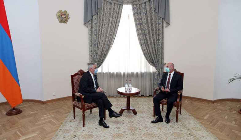 Mher Grigoryan met with the outgoing Belarusian Ambassador to Armenia