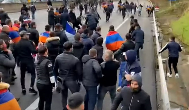 Turks attacked Armenian protesters in France