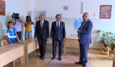A. Babloyan visits kindergarten in repair in Gavar