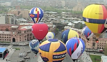 14 hot air balloons in Yerevan sky on October 14
