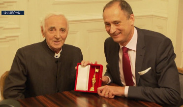 Charles Aznavour awarded in Vienna with golden statue