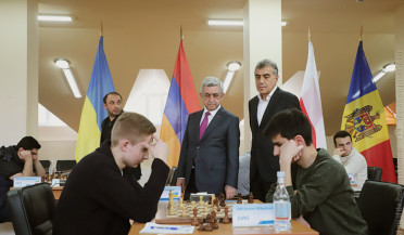 President follows 8th Chess Memorial