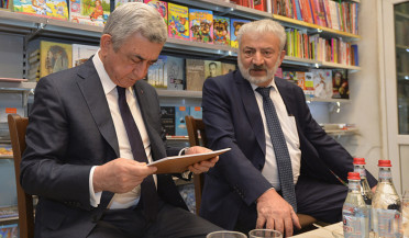 President visits Bukinist bookstore