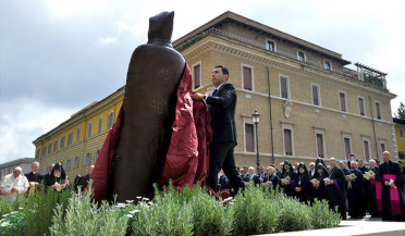 Italian media on unveiling Narek statue