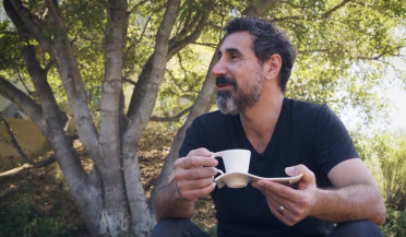 Serj Tanian invites to have a cup of coffee