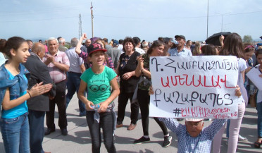 Protesters demand to free arrested Mayor of Masis