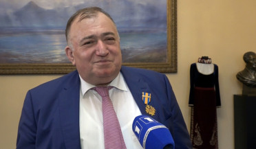 Shavarsh Karapetyan receives medal from RA MES