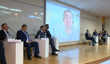 Daron Acemoglu joins economic conference at AUA