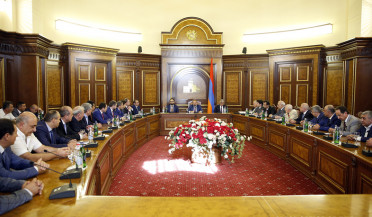 PM receives Armenian business owners from Russia