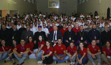 President meets Pan-Armenian Youth Gathering participants