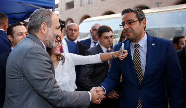 Pashinyan visits Syrian-Armenian charity fair
