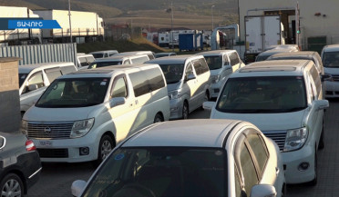 Right-hand-drive cars importers protest in Bagratashen