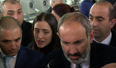 Nikol Pashinyan campaigns in subway