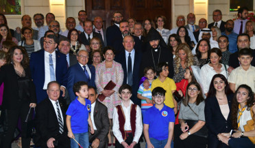 Armen Sarkissian meets Armenian community in Abu Dhabi