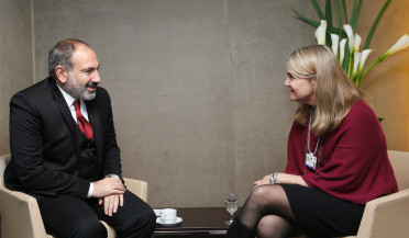 Nikol Pashinyan meets business executives in Davos