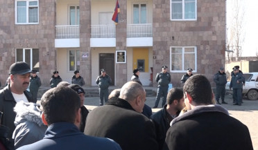 Arshaluys villagers demand village mayor's resignation