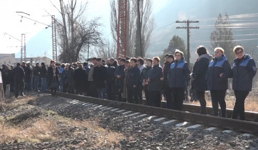 Copper Smelter employees block railway