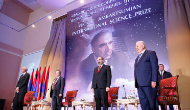 Nikol Pashinyan hands international science awards