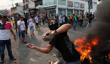 International news: Clashes on Venezuela and Colombia border