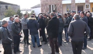 Arshaluys protests against acting village mayor