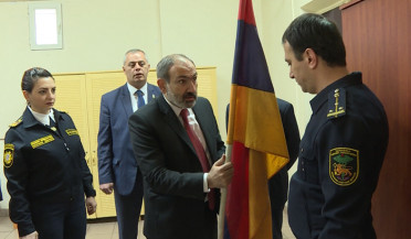 Nikol Pashinyan visits Noragavit customs office