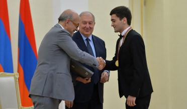 Armen Sarkissian confers Presidential Awards
