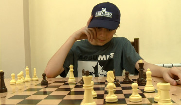 Rafael Vahanyan plays chess with children