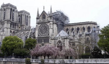 Notre Dame repair works suspended