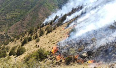 Fire rages on Ara Mountain
