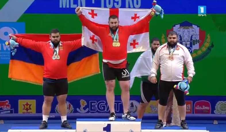 Armenian weightlifters won silver and bronze medals in World Championship